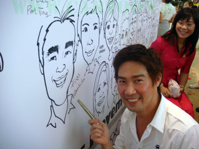 Celebrity actor Edmund Chen is very keen on the art of caricature and was delighted with a drawing of him.