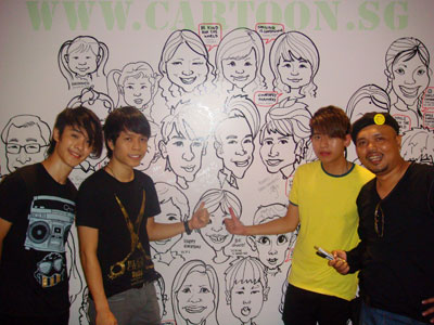 Superband Mi Lu Bing also have their caricatures drawn which they signed their courtesy message after their performance.
